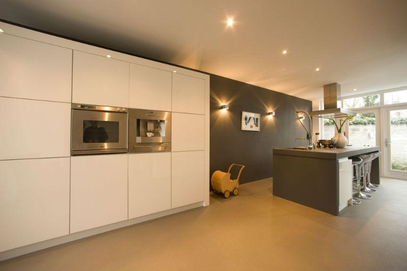 Een keuken met extra warm witte LED inbouwspots 2700 Kelvin